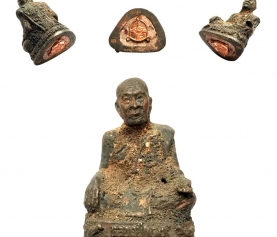 Special Loi Ongk Amulet of Luang Phu Daeng from Wat Huay Chalong Temple covered in Holy Soil and filled with Relics